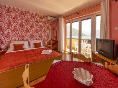 Красный студио апартамент – с видом на море